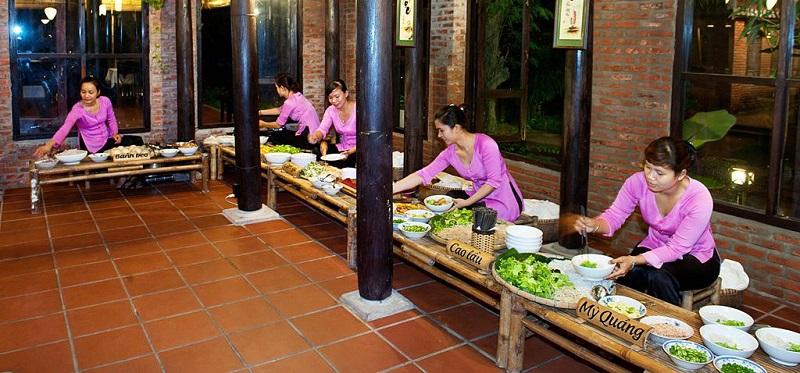 nhà hàng làng lụa hội an